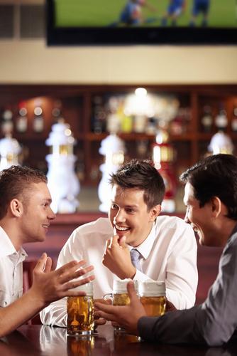 え…そんなこと?合コンで男性陣が「ひっそり相談してる内容」3つ
