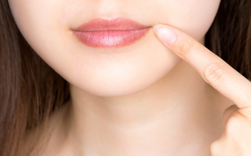 荒れる 唇