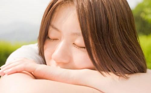 電話 が かかっ て くる 夢 【夢占い】電話の夢の意味23選!誰かに電話する・かかってくる・話す