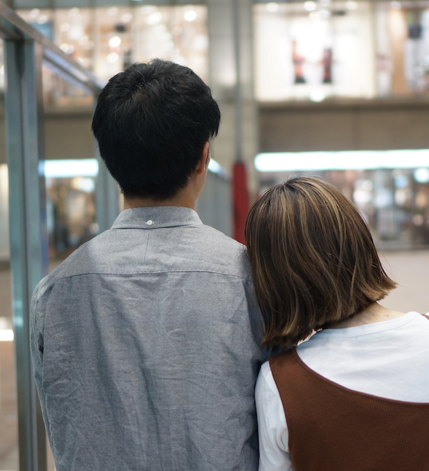 マッチングアプリの出会い!初デートで手を繋ぐのはあり?自然な繋ぎ方と注意点