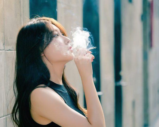 タバコを吸う女性は恋愛や婚活で不利になるって本当?男性が思う喫煙女性の印象